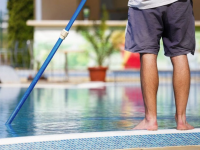 How to Use a Manual Operation Pool Vacuum