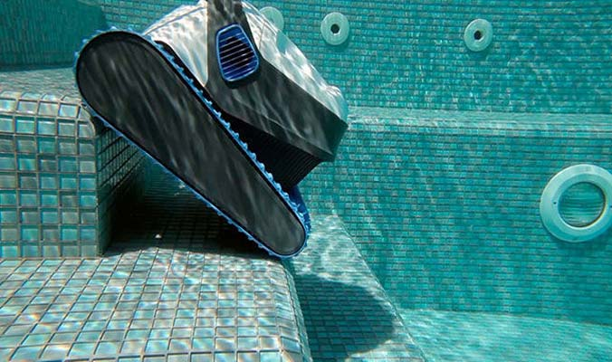 robotic pool cleaners with four or more wheels